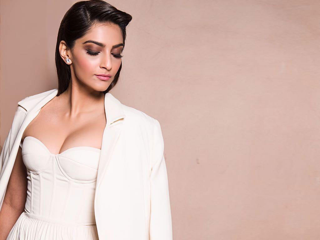 Sonam Kapoor to the rescue of  teen girls.